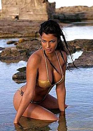 Ilaria Damico Calendario.Calendari 2007 Sara Tommasi Si Laurea Per Max Gossip It