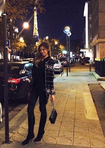 Aida yespica soggiorno romantico a parigi con roger e poi for Soggiorno a parigi