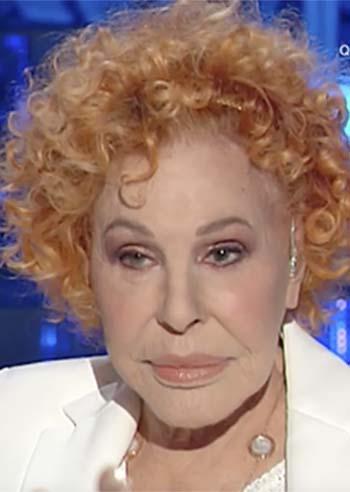 Ornella Vanoni show a Domenica In con la Venier: 'A Califano non l'ho mai data. Tu gliel'avresti data? Sei una zoc*ola'