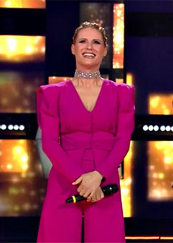 Michelle Hunziker per la finale di 'All Together Now' in fucsia: look coloratissimo