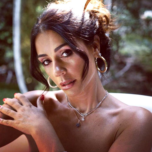 Bufera a 'Uomini e Donne': Teresa Cilia contro Raffaella Mennoia e arriva una nota firmata dalla De Filippi