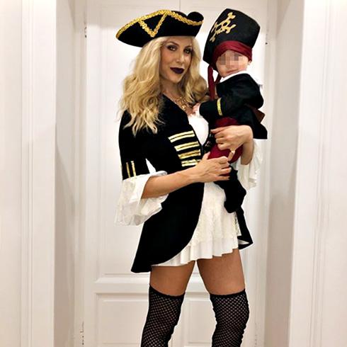 Paola Caruso festeggia il primo Halloween con il figlio Michelino: foto