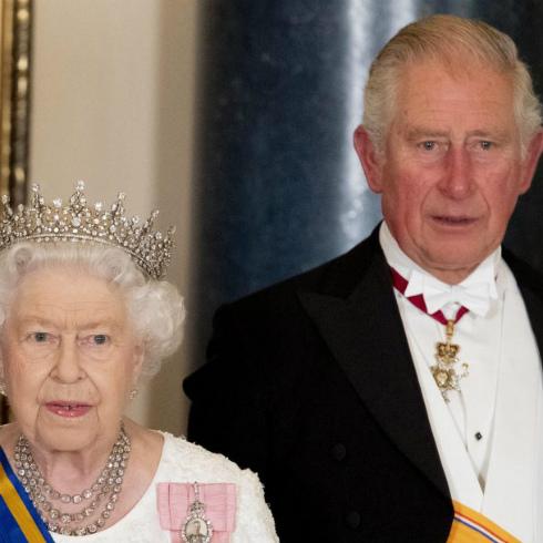 Il Principe Carlo è positivo al Coronavirus, paura per la Regina Elisabetta