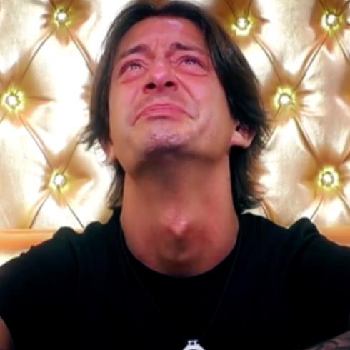 Francesco Oppini ricorda in lacrime la fidanzata morta: 'E' stata un cosa troppo...'