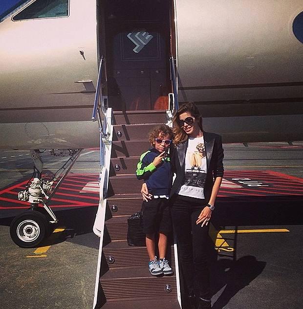 Jet Privato Cade : Aida yespica e aron jet privato per lasciare cannes