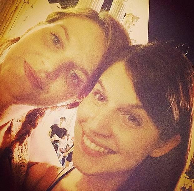 Chiara galiazzo selfie con la sorella minore barbara per cantante - Spiare dalla finestra ...