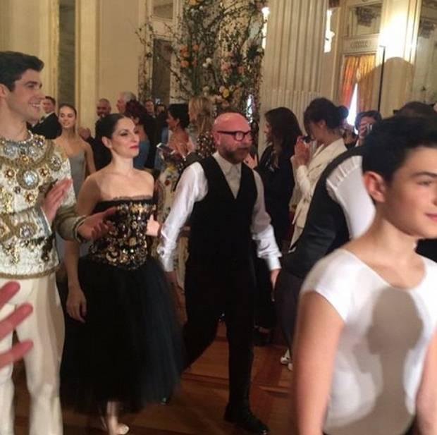 Roberto Bolle ha intermezzato la sfilata di Dolce e Gabbana a La Scala con  i suoi balletti 1fa33a3d604