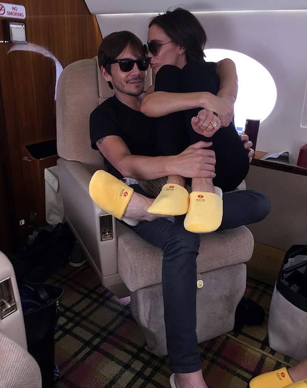 Aereo Privato Di Valentino Rossi : Victoria beckham sul jet privato via i tacchi meglio