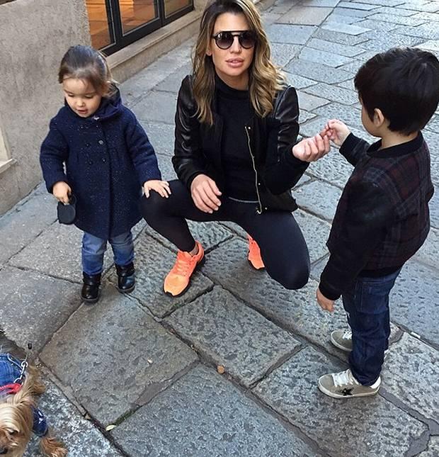 Claudia Galanti, weekend con i figli al parco e 'frangetta ...