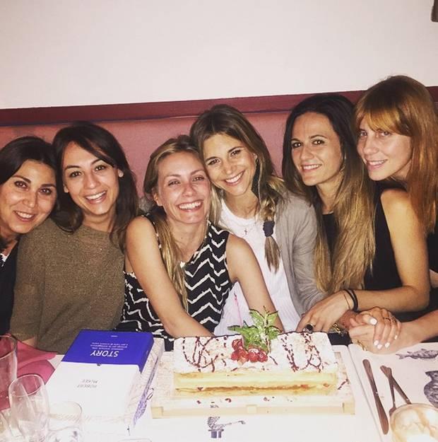 Preferenza Nicoletta Romanoff, cena di compleanno per i 36 anni con le amiche  YS75
