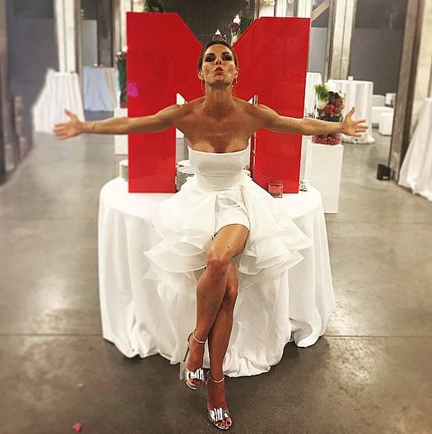 Ben noto Martina Colombari compie 40 anni a luglio ma il marito Alessandro  SF87