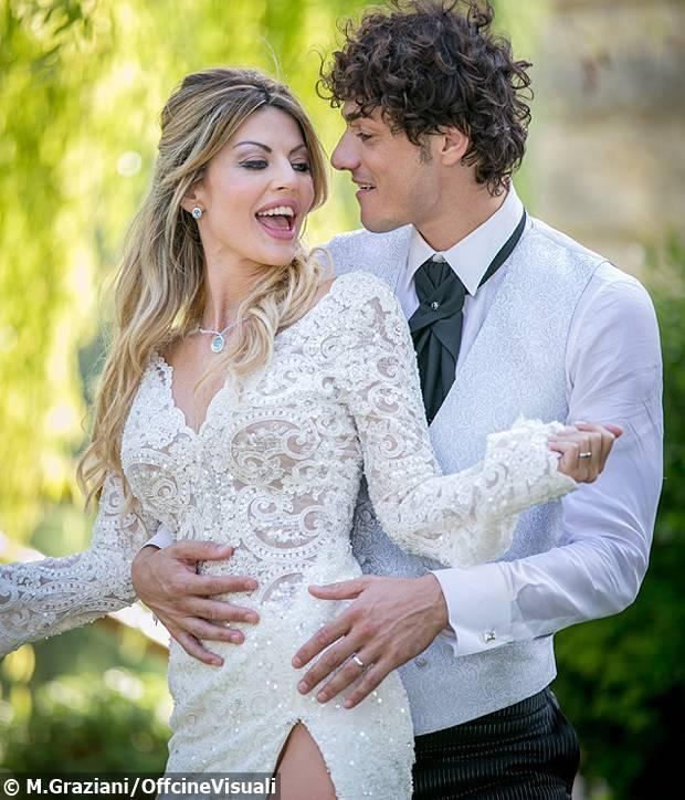 Micol Azzurro Matrimonio : Micol azzurro a nozze con matteo contini l attrice e