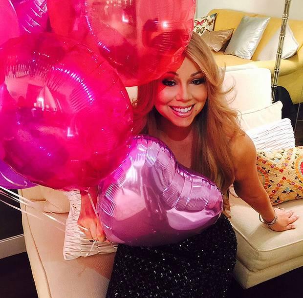 Cabina Armadio Mariah Carey.Mariah Carey Mostra La Sua Cabina Armadio Con Centinaia Di Scarpe