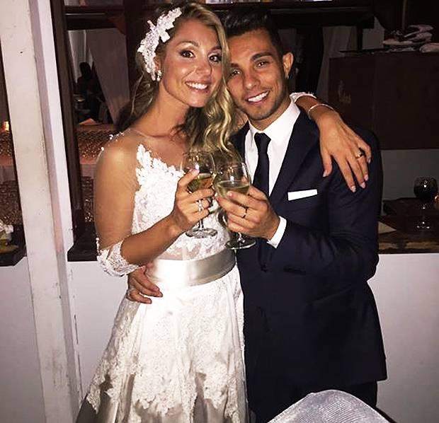 913fd844a156 Amici   Marco Carta al matrimonio della sua  ex compagna di scuola ...