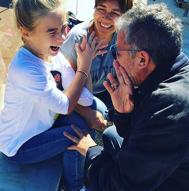 La bambina gioca e il nonno gli rompe il culo - 2 4