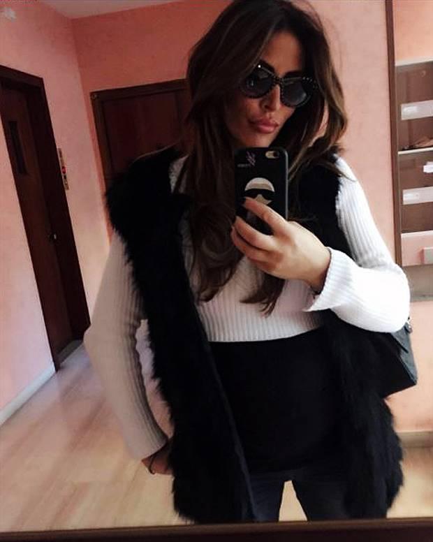 Guendalina tavassi selfie fashion con il pancione foto - Lo specchio di selfie ...