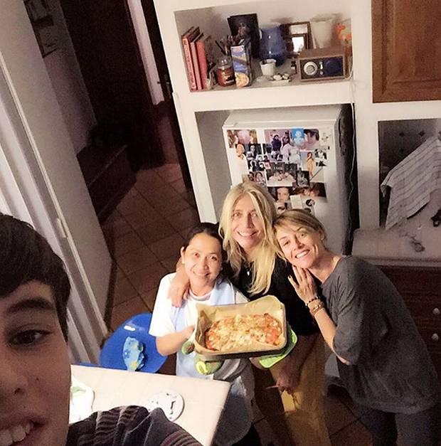 Mara venier una pizza con la figlia elisabetta ferracini il nipotino giulio e tata - Donazione di una casa a un nipote ...