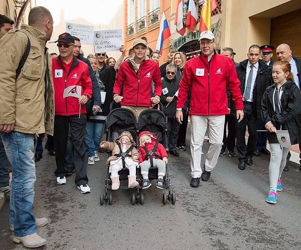 Alberto Di Monaco E Charlene Wittstock Alla Marcia Per Il