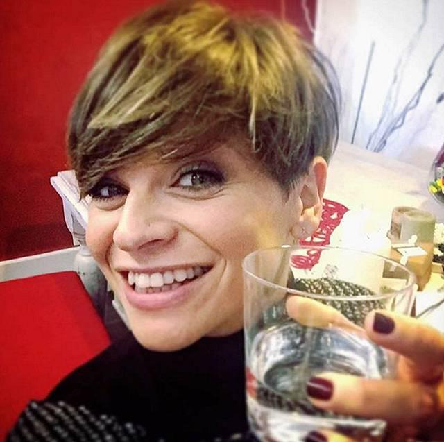 """Conosciuto Alessandra Amoroso: """"Ho sofferto di alopecia da stress e anche per  VB43"""