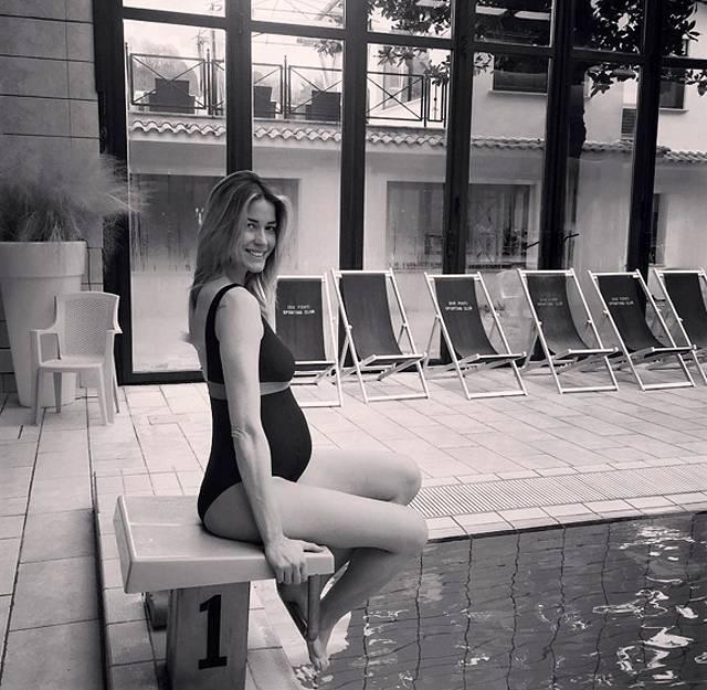 Elena santarelli 39 il nuoto lo sport pi indicato per mantenersi in forma durante la - Bagno in piscina in gravidanza ...