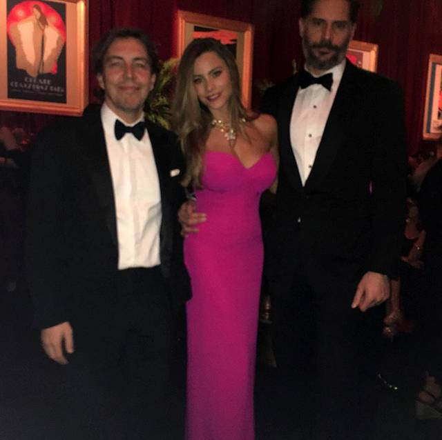 La Vergara ha sfilato sul red carpet di Beverly Hills insieme al marito d45132f07d0