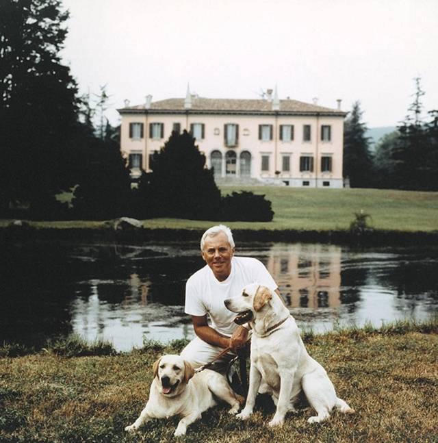 Giorgio Armani ha deciso di non ricorrere più all uso di pellicce animali  per le sue creazioni 76290822ca1