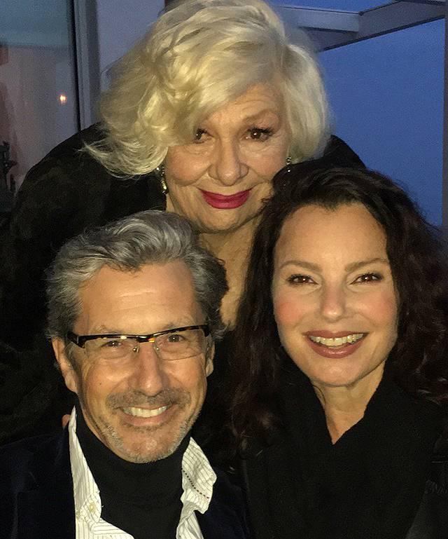 Fran Drescher di nuovo con Mr.Sheffield: gli attori de 'La Tata' al compleanno di zia Assunta