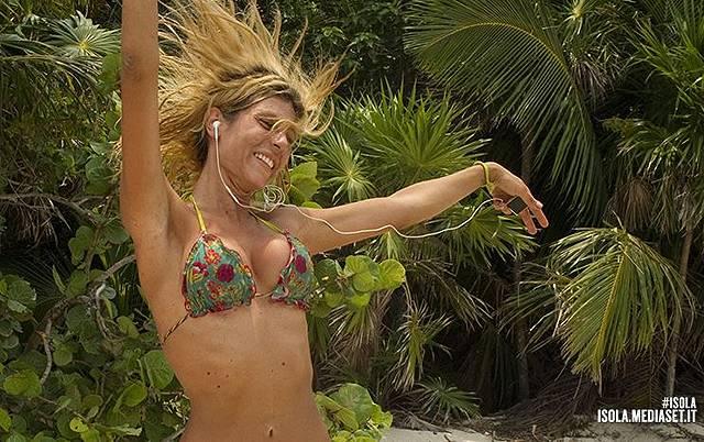 Isola 11: Paola Caruso avrebbe voluto fare l'amore con ...