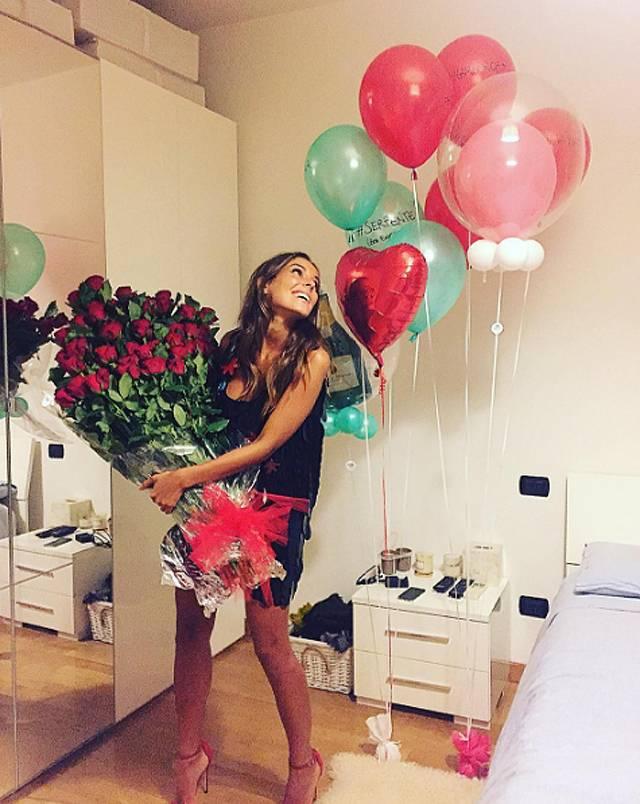 Amato Alessia Reato, fiori e palloncini dal suo fidanzato Massimiliano  VB94