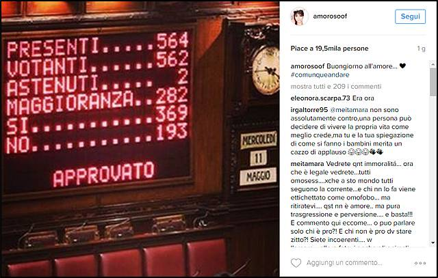 Maria elena boschi brinda alla legge sulle unioni civili for Votazioni alla camera