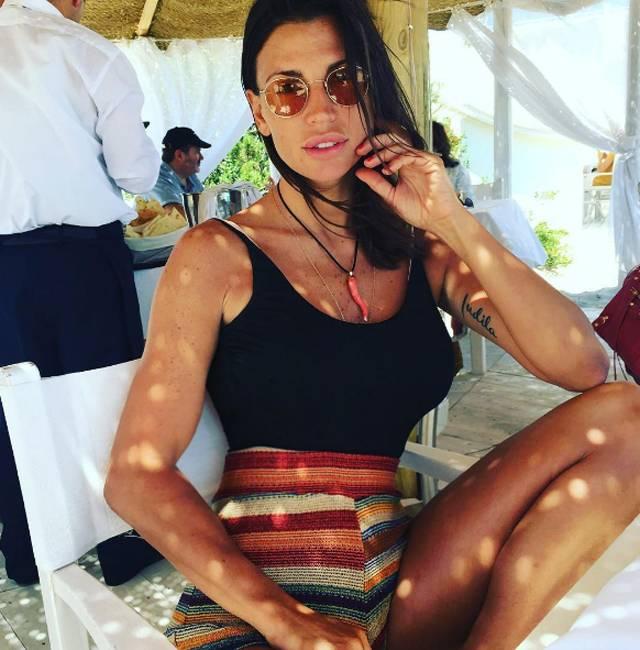 Claudia Galanti a Capri: attaccata dai followers