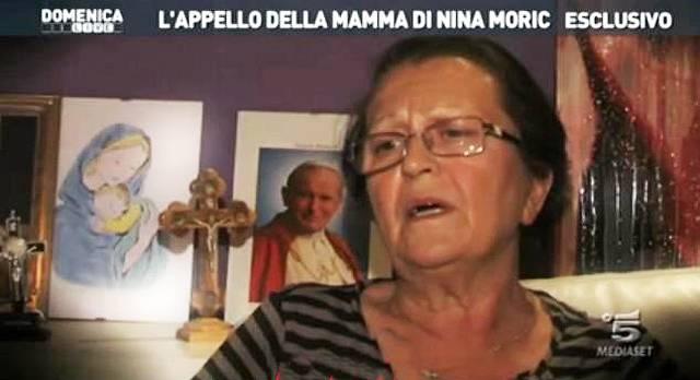 La madre Vranka non partirà per le vacanze con la lei e il fidanzato ma con l'ex Fabrizio Corona con loro anche Carlos