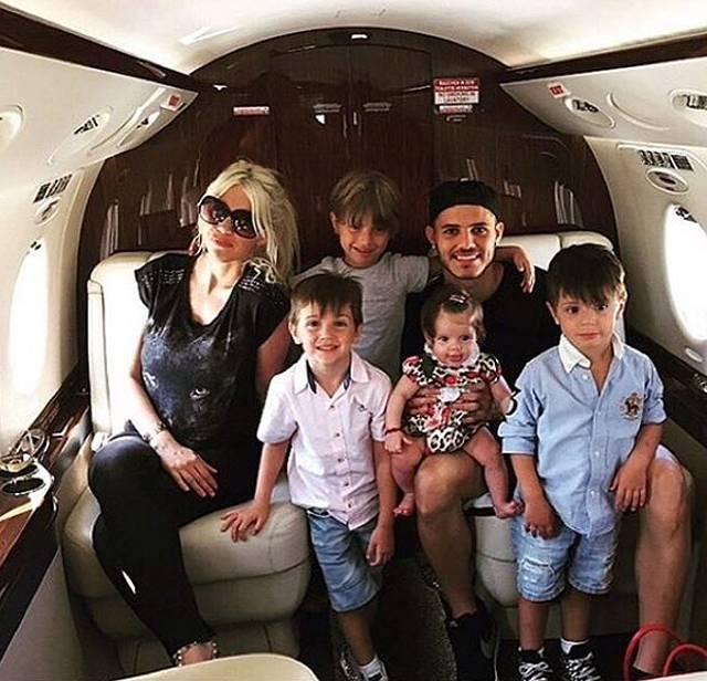 Aereo Privato Agnelli : Wanda nara incinta viaggia comoda si sposta su un aereo