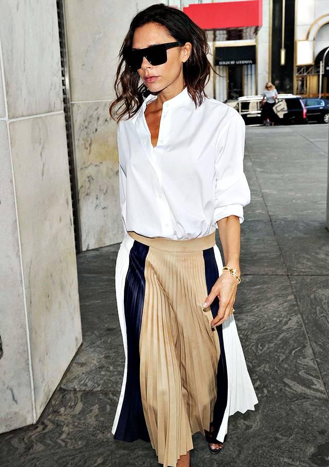 8a1ae57b41 Victoria Beckham paparazzata a New York indossa alcuni capi della sua  collezione Primavera 2017