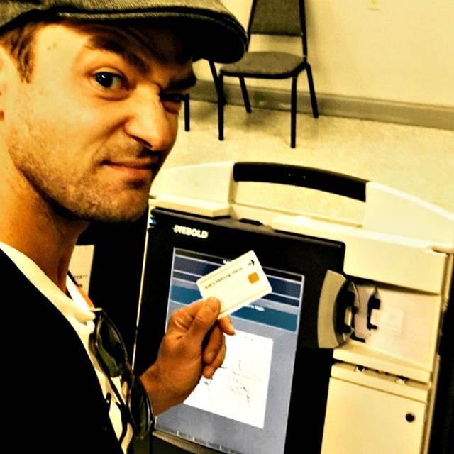 Selfie al seggio elettorale: Justin Timberlake nei guai?