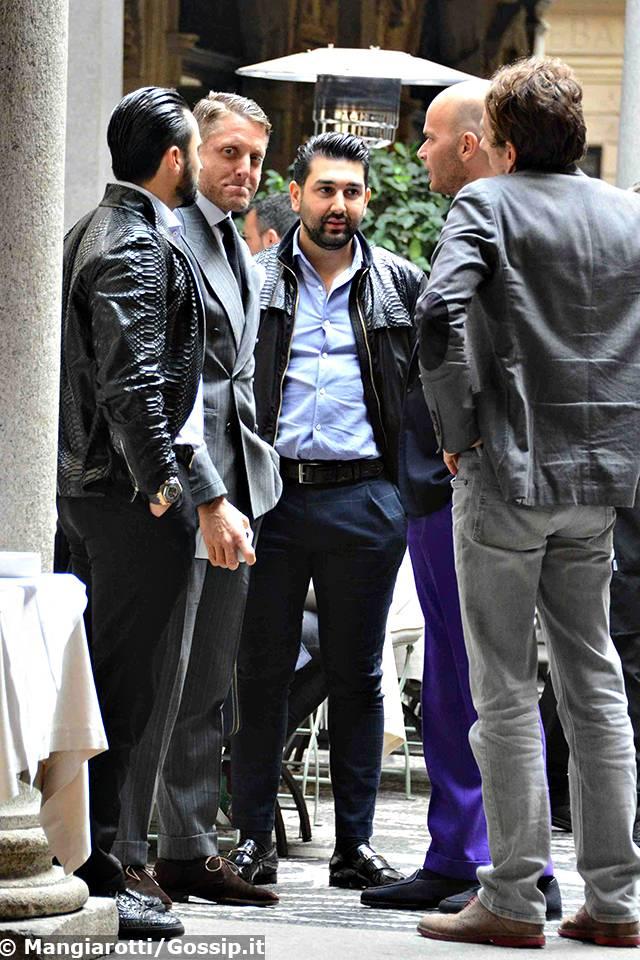 Lapo elkann rilassato e chic a milano per la fashion week for Auto di lapo elkann