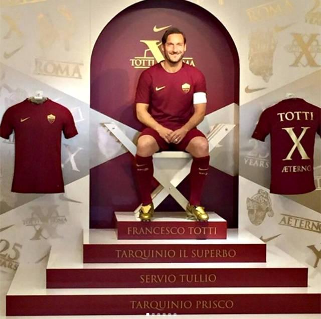 Compleanno Ilary Blasi, gli auguri di Francesco Totti accendono il gossip