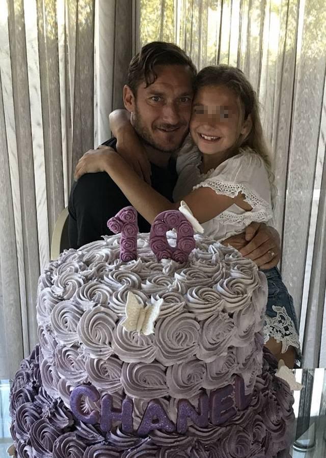 Francesco Totti Gli Auguri Di Compleanno A Chanel Per I 10 Anni Il