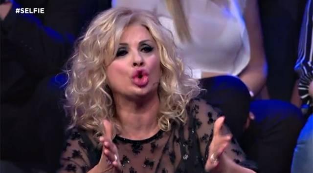Selfie, Tina Cipollari litiga con Iva Zanicchi e lascia lo studio