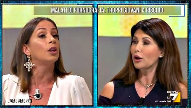 La Gabbia hot dopo mezzanotte: Malena e le immagini hard in diretta