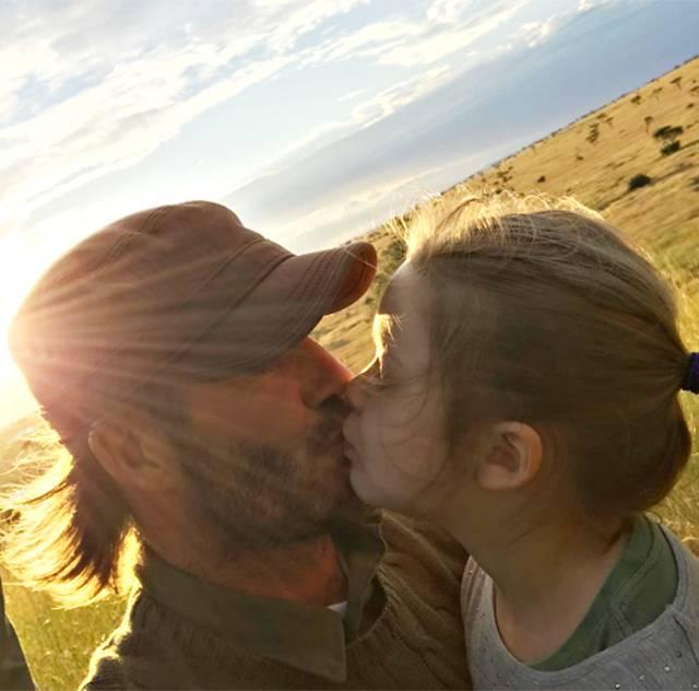 Beckham bacia la figlia: ai fan lo scatto non piace
