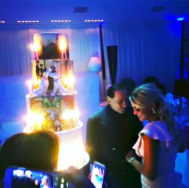 Berlusconi ha organizzato una torta a cinque piani per la compagna