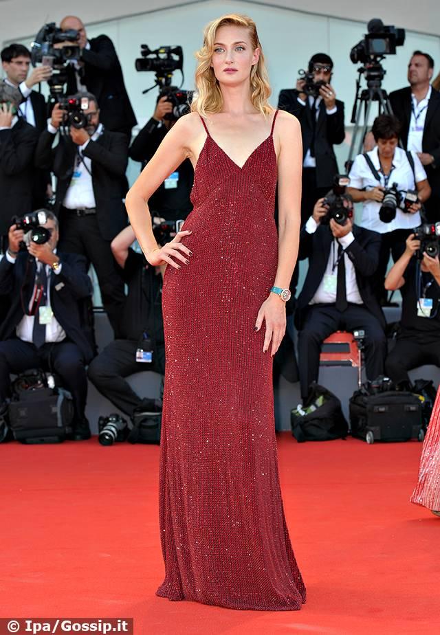 0c3321f42edb Bianca Balti in white e le altre sul red carpet a Venezia 74 - Gossip.it