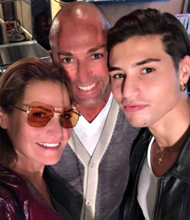 Simona Ventura e Stefano Bettarini: selfie della pace insieme a Niccolò