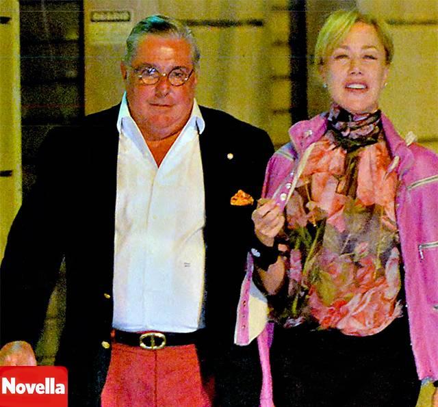 Nancy Brilli fotografata insieme a uno degli uomini più ricchi del mondo