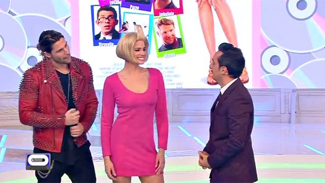90 special: Luca Onestini arriva sul palco a baciare Ivana
