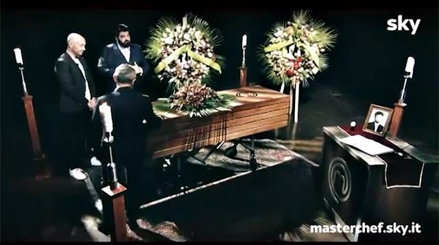 Il finto funerale di Cracco durante la prima puntata di'Masterchef