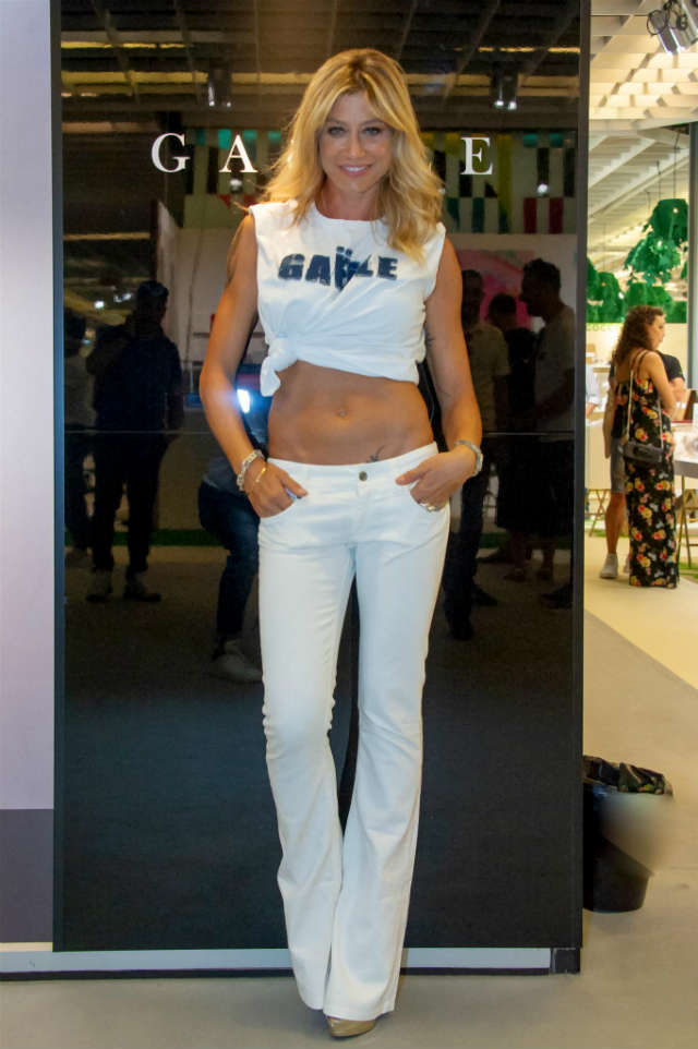 Una bionda con una donna matura calda - 3 part 3