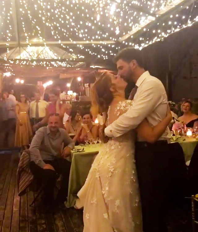 Auguri Matrimonio Greco : La cantante noemi si è sposata con il suo fidanzato e