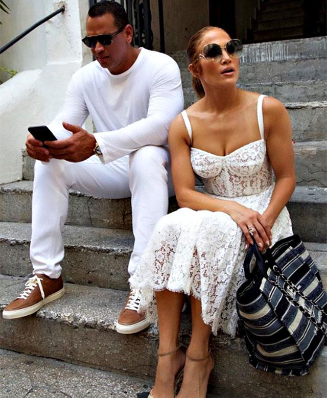 Jennifer Lopez si esibisce a sorpresa in un locale a Capri